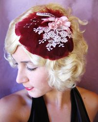 This lovely little headpiece will keep you feeling fancy! Fancy Hairstyles, Feathered Hairstyles, Red Hat Club, Rockabilly Looks, Feather Hat, Cocktail Hat, Hair Fascinators, Headpieces, Love Hat
