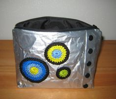Täschchen aus Kaffeverpackungen und Regenschirm / Pouch made from coffee wrappings and umbrella Upcycling