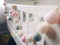 Guirnalda Crochet - Cuna Bebés Baby Bedroom, Baby Room Decor, Girls Bedroom, Nursery Decor, Crochet Bunting, Cute Crochet, Crochet Toys, Pregnancy Gifts, Sleepover Party