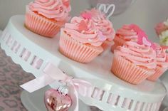 pink heart cupcakes, valentine's day | Be Envied Entertaining