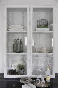 Locker in wood with glass doors from Jeanne d'Arc living.