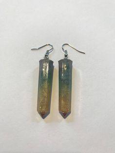 Li potete trovare nel mio negozio #etsy: Orecchini pendenti in resina a prisma #gioielli #orecchini #lobo #leninadagmar #resina