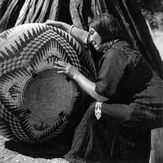 Paiute I Lucy Telles, also known as Pa-ma-has, seated beside her largest basket, completed in 1933 after about four years of work at famous Mono Lake, Yosemite Native American Baskets, Native American Beauty, Native American Photos, Native American Tribes, American Indian Art, Native American History, American Indians, American Symbols, American Pride