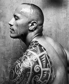 Dwayne Johnson-The Rock tattoo Rock Johnson, Rock Tattoo, I Tattoo, Haida Tattoo, Male Tattoo, Tribal Tattoo Designs, Tribal Tattoos, Tatuagem The Rock, Dwayne Johnson Body