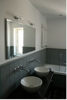 bathroom with wood cladding – main Bathroom ideas color palettes Wood Panel Bathroom, Bathroom Paneling, Bathroom Mirror Lights, Bathroom Fixtures, Bathroom Furniture, Wood Paneling, Bathroom Ideas, Panelling, Bathroom Cladding