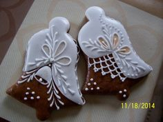 Decorated Bell Cookies | Pernicky Fancy Cookies, Iced Cookies, Cute Cookies, Cookies Et Biscuits, Cupcake Cookies, Christmas Sugar Cookies, Christmas Gingerbread, Holiday Cookies, Gingerbread Cookies