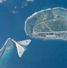 A Vulcan over RAF Gan, Maldives in 1960 My dad was based there. Aircraft Photos, Ww2 Aircraft, Military Jets, Military Aircraft, Vickers Valiant, V Force, War Jet, Avro Vulcan, Royal Air Force