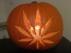 Pot leaf jack-o-lantern, for a smokin halloween! Funny Pumpkins, Halloween Pumpkins, Fall Halloween, Happy Halloween, Halloween Decorations, Halloween Ideas, Halloween Party, Halloween Crafts, Pumpkin Decorations