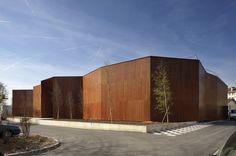 Massy (91), France. Livré en 2007 (phase 1) et 2010 (phase 2)  Articles parus : Arqa.com - décembre 2013 Libération Next n°16 - avril 2009 Séquence Bois - mars 2009 Annuel optimiste d'architecture - 2007 D'A - octobre 2007