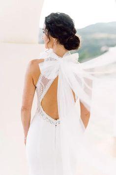 Bräute 2022 aufgepasst! Hier findest Du dein perfektes Brautkleid! Ob für die Sommerbraut oder Winterbraut, ob schlicht oder edel, ob im Vintage oder Prinzessinnen Stil, ob für das Standesamt oder die Kirche, ob kurz oder lang. Lass Dich von diesen zeitlos eleganten Looks verzaubern! Klicke hier um noch mehr über Deine Traumhhochzeit zu erfahren! Foto: Heike Moellers Photography #Brautkleid #WhiteWeddingMag Elegant, Backless, Vintage, Dresses, Fashion, Haute Couture, Couture Dresses, Perfect Wedding Dress, Princesses