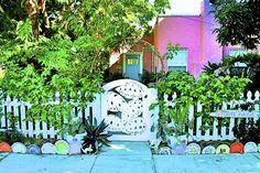 Garden Border Made Of Dinner Plates - Holmes Beach, Anna Maria Island, Florida