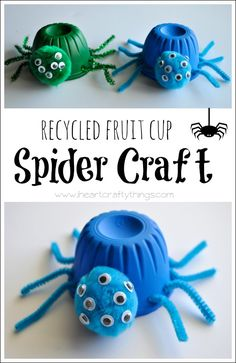 These Recycled Fruit Cup Spider Craft are a great after school activity! Perfect for Halloween :D Theme Halloween, Halloween Crafts For Kids, Fun Crafts For Kids, Art For Kids, Halloween Fruit, Halloween Tricks, Halloween Projects, Fall Halloween, Halloween Ideas