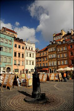 Market Square, Warsaw, Poland. Would love to visit this city.