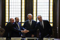 Les parties prenantes viennent de signer la convention. De gauche à droite,  Marcel Pochard, président de la Cité internationale universitaire de Paris, Mohamed Ali Chihi, ambassadeur de la République Tunisienne en France, président de la Fondation de la Maison de la Tunisie, Chiheb Bouden, ministre de l'Enseignement Supérieur et de la Recherche Scientifique de la République Tunisienne, et François Weil, recteur de la région académique Île-de-France, recteur de l'académie de Paris…