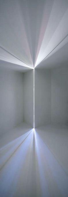 이걸 가로로 돌려서 프론트 후드 볼륨하고 아래쪽 범퍼볼륨이 딱 앙다물듯이 감싸고 원래 프론트 램프쪽 이 실제적인 램프없이 이런 퍼진 빛으로 램프가됨! (A26프론트 아이디어)
