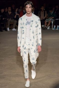 Alexander McQueen - Spring 2016 Menswear - Look 6 of 34?url=http://www.style.com/slideshows/fashion-shows/spring-2016-menswear/alexander-mcqueen/collection/6