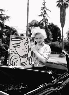 Famous art lovers! Marilyn Monroe buys a Roy Lichtenstein.