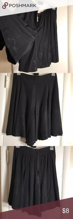 Skorts Vintage culottes Black Size 8 Vintage Culottes Skorts  Black Brand: Facets  Size:8 has elastic in back waistband  Zipper:back  Slimming front A must have #vintage #skorts #culottes facets Shorts Skorts