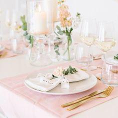 Kaum ist die Weihnachtsdeko weg und die ersten Wintersonnenstrahlen scheinen durchs Fenster und ich wäre bereit für den Frühling! Pastell ist nach wie vor beliebt und im Shop gibt's einige tolle Dekostücke für eure Hochzeit! Habt einen schönen Sonntag Ihr Lieben!⠀ ⠀ #fraeuleinksagtja #frlkshop #frlksagtja #onlineshop #hochzeit #wedding #diy #hochzeit2017 #bridetobe #instabräute ⠀ #hochzeit #braut #bräutigam #hochzeit2017 #wedding #bridetobe #hochzeitsblog #instabräute #instabraut #brautkleid