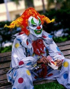 This is Jack the Clown of Universal Studios Halloween Horror Night! I saw his show and I loved it! Halloween Circus, Halloween Horror Nights, Scary Halloween, Halloween Makeup, Halloween Humor, Halloween Costumes, Halloween Stuff, Halloween Ideas, Halloween Pranks