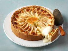 Omena-juustokakku Finnish Recipes, Lemon Cheese, Cake Recipes, Dessert Recipes, No Bake Desserts, Cheesecakes, Yummy Cakes, Food To Make, Sweet Treats