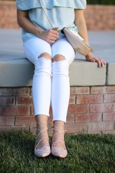Blush scalloped flats with white distressed jeans // outfit idea // summer fashion // summer style // fashion trends