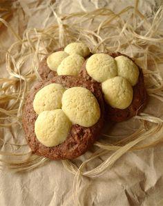Les recettes de Pâques continuent ! Cette fois, je vous propose ces biscuits bi-goût en forme de nids 🐣🍪