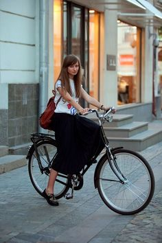 Clothes For Winter Riding Cycle Chic, Bicycle Women, Bicycle Girl, Urban Cycling, Urban Bike, Cycling Girls, Bike Style, Lady, Spring Summer Fashion