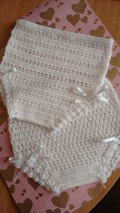 Hola Ganchilleras, Espero Poderos Dar Un - Diy Crafts Crochet Baby Bonnet, Baby Girl Crochet, Crochet Baby Clothes, Crochet For Kids, Crochet Hat Tutorial, Crochet Diagram, Knitting Yarn, Baby Knitting, Crochet Designs