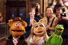 Kermit the Frog, Miss Piggy and Fozzie Bear - The Muppets. Kermit And Miss Piggy, Kermit The Frog, Jim Henson, Caco E Miss Piggy, The Muppets 2011, Comedy, Classic Fairy Tales, The Muppet Show, Character