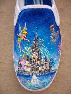 Disney Land Shoes by ChromaSouls on Etsy - Deringa Disney Painted Shoes, Painted Canvas Shoes, Custom Painted Shoes, Painted Sneakers, Hand Painted Shoes, Painted Vans, Disney Vans, Disney Shoes, Disney Diy