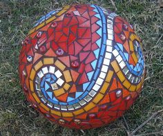 Bowling Ball Mosaic - SW Swirl close up by Claire. Mosaic Garden Art, Mosaic Diy, Mosaic Crafts, Mosaic Projects, Mosaic Wall, Mosaic Glass, Mosaic Tiles, Art Projects, Stained Glass