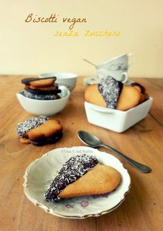 Biscotti di farro senza uova, burro e zucchero. Friabili e buonissimi, una frolla adatta anche per le crostate. Ricetta qui:  http://www.unavnelpiatto.it/ricette/biscotti-farro-senza-zucchero.php