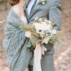 Loving this knitted wrap look matching the grooms suit! 🍂💓 #bloglovin #pompandvalor