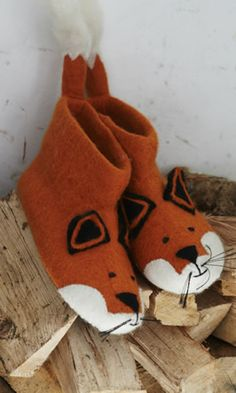 fox slippers! yes!!