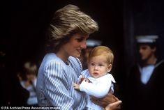 August Prince Charles, Princess Diana, Prince William, Prince Harry and Princess Margaret preparing to board The Royal Yacht Britannia in Southampton for the Western Isles, Scotland. Lady Diana Spencer, Diana Son, Princess Diana Family, Royal Princess, Prince And Princess, Prince Charles, Charles And Diana, Prince Henry, Prince Harry Photos