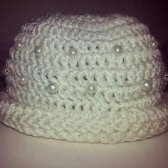 Gorro tejido a crochet para recién nacida  Aplicación  de perlas disponible en Facebook  Jenny tejidos