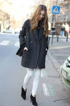 Black turtle // black or white long sleeves // white pants // cape // black ankle boots