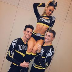 Cute Cheer Pictures, Cheer Picture Poses, Cheer Poses, Team Pictures, Cheerleading Cheers, Cheer Stunts, Cheerleading Outfits, Cheerleading Pictures, Volleyball Pictures