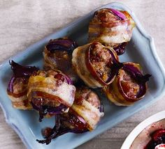 These bacon and onion-wrapped balls of sausagemeat and cranberry stuffing make a sensational side for Christmas dinner with all the traditional trimmings chiristmas dinner Stuffing baubles Traditional Christmas Dinner, Christmas Dinner Menu, Christmas Lunch, Christmas Cooking, Christmas Dinners, Christmas Turkey, Christmas Baubles, Christmas 2017, Christmas Ideas
