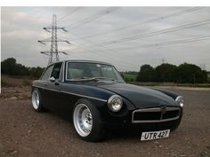 Flat caps and Driving gloves - A lot of love for the MGB | Retro Rides