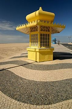 """""""calcadas"""" = the typical Portuguese cobblestone pavement. Foz do Arelho, Caldas da Raínha"""