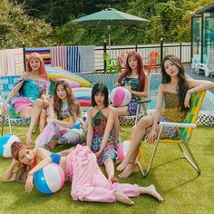 Lily Pulitzer, Soyeon, Cube Entertainment, South Korean Girls, Korean Girl Groups, Clc, Picnic Blanket, Outdoor Blanket, Neverland