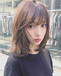The design with detailed highlights in the weaving . Medium Hair Styles For Women, Short Hair Styles, Girl Haircuts, Girl Hairstyles, Japanese Beauty, Asian Beauty, Prity Girl, Hair Arrange, Girl Short Hair