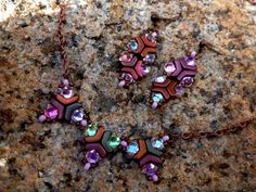 Arrow® - Bijoux Components - Svět korálků Beaded Jewelry Patterns, Thalia, Arrow, Belly Button Rings, Chevron, Jewels, Shapes, Beads, Bracelets