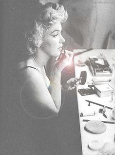 Norma Jean ~ Marilyn Monroe 1946 by Earl Moran - Picmia Marylin Monroe, Marilyn Monroe Fotos, Classic Hollywood, Old Hollywood, Hollywood Glamour, Hollywood Bedroom, Divas, Pin Up, I Love Cinema