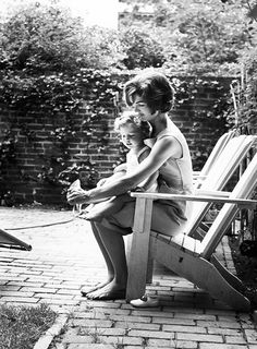 Jacqueline Kennedy with daughter Caroline photographed by Mark Shaw, Georgetown, 1959.