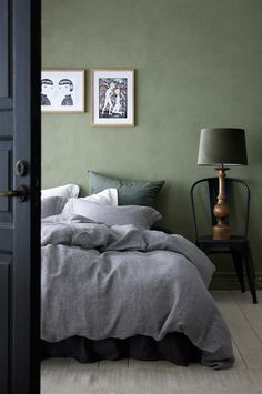 Påslakanset Christa i tvättat franskt lin Small Bedroom Inspiration, Bedding Inspiration, Bedroom Inspo, Home Decor Inspiration, Oak Bedroom, Accent Wall Bedroom, Bedroom Green, Beautiful Interior Design, Minimalist Bedroom