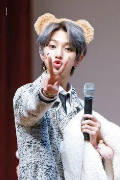 Li Hong Yi, Korean Boy Bands, Golden Child, Vixx, Jaehyun, Photo Cards, Shinee, Boy Groups, Winter Hats