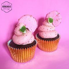 Chocolate & Raspberry cupcakes #chocolatecupcakes #chocolate #raspberrycupcakes #raspberry #cupcakes #pastry #sweet #love #pasteleria #macarons